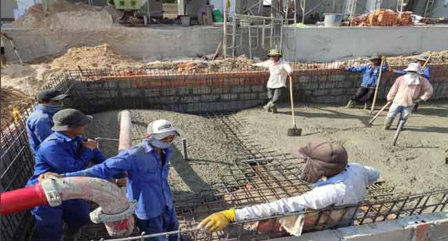 Xây dựng bể bơi - Đổ bê tông đáy hồ bơi