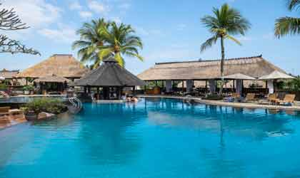 Bể bơi resort nghỉ dưỡng
